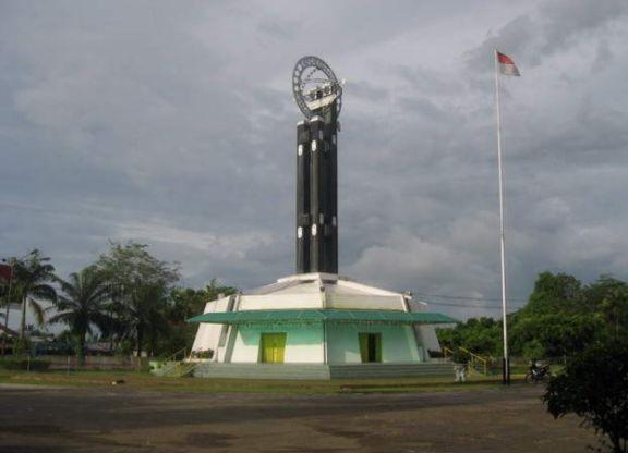 khatulistiwa-monument-in-pontianak-city-indonesia-indonesia+1152_13219800933-tpfil02aw-22232